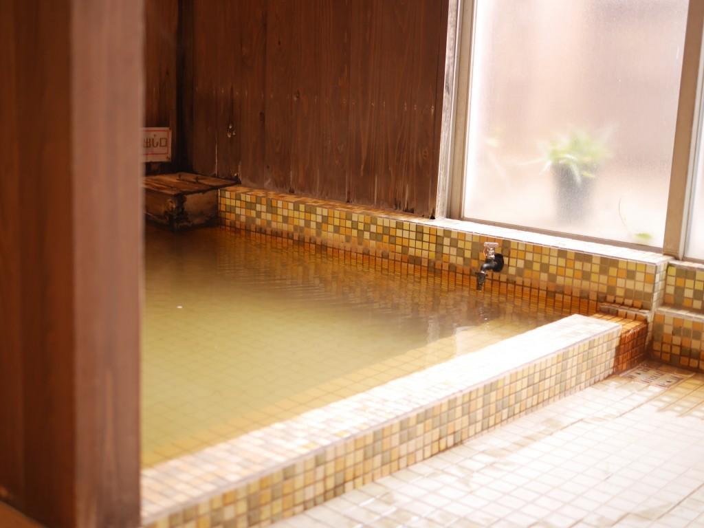 レトロ湯の浴槽